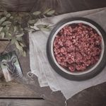Delicious mutton mince makes the richest Shepherds Pie - perfect for autumnal flavours and warming dinners. Our mutton boxes are available to order through our website for local and national delivery. We've also got beef still in stock and plenty of delicious rare breed #gloucesteroldspot pork. Photograph by @kirstie_young_photography